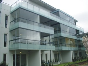 zabudowa balkonu bezramowa